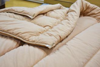 軽くて嵩が張らなくて暖かい掛け布団はありますか?
